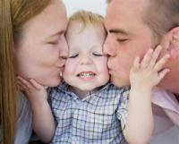 beso-padres-e-hijo21